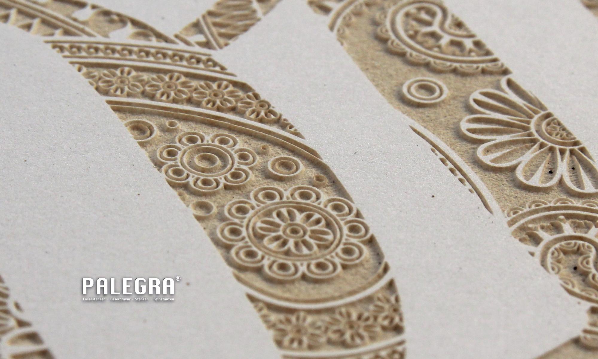 Kalender Lasergravur / Papiergravur. Palegra® veredelt Print.